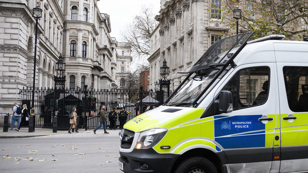 В британский парламент доставили опасную посылку