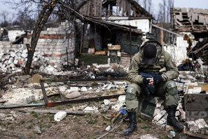 Боевики на Донбассе заставляют местных жителей брать в руки оружие