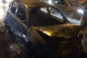 In Kiev burned the car after the accident