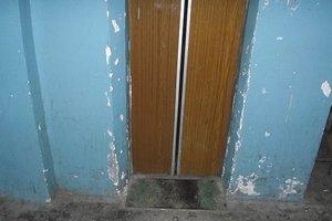 """В Запорожья убийца """"спрятал"""" труп жертвы в лифте"""