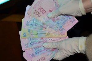 Во Львове поймали взяточницу из миграционной службы
