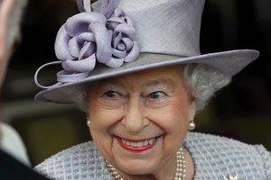 Стало известно, каким способом во дворце будят королеву Елизавету II