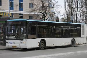 В Киеве водитель ездил в пустом автобусе мимо пассажиров на остановке