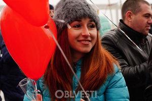 Новый рекорд: в Одессе влюбленные одновременно открыли более 200 бутылок шампанского