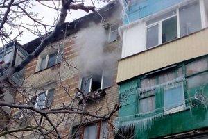 В Бердянске загорелась многоэтажка: людей спасли из ловушки