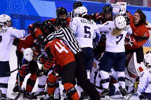 Хоккеистки из Канады и США устроили драку в матче Олимпиады-2018