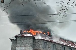 A powerful fire in Lviv: the city blocked the road