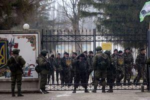 Генерал Коваль: военные РФ под угрозой убийства гнали перед собой женщин и детей в Крыму