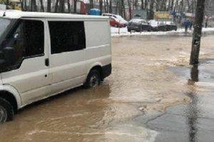 В Киеве из-за масштабного прорыва улица превратилась в реку