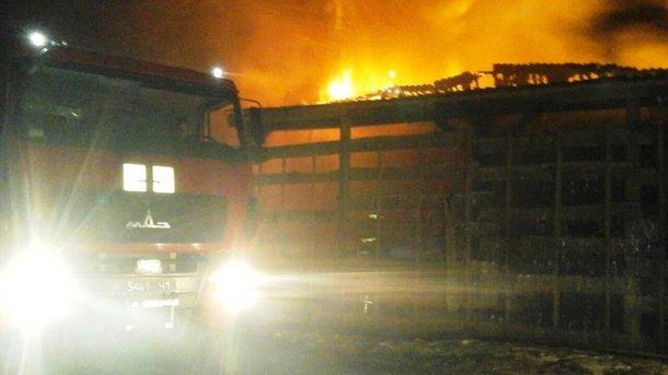 Под Запорожьем мощный пожар уничтожил склад с топливом