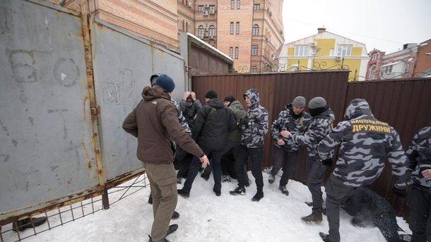 Полиция задержала десятки участников драки под судом по Труханову