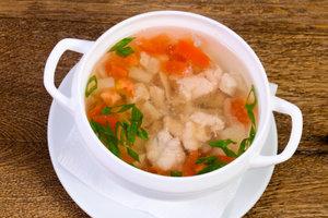 Рецепт дня: куриный суп с домашней лапшой