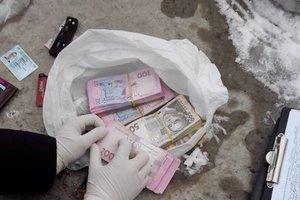 На Донбассе заммэра и помощник депутата попались на крупной взятке