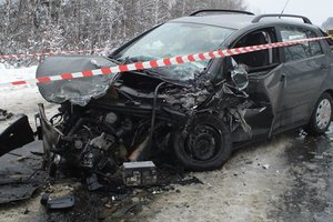 Clash of cars in the Carpathian mountains, killing a young woman