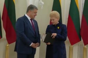Порошенко в честь праздника сделал Литве уникальный подарок