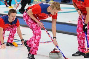 """""""Штаны норвежцев лучше, чем вся эта Олимпиада"""": яркие брюки керлингистов"""