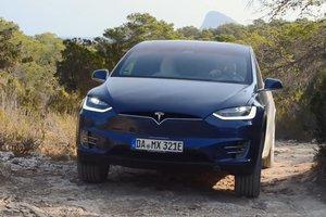 Кроссовер Tesla Model X проверили на бездорожье (видео)