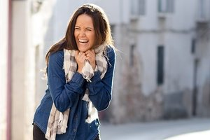 Почему важно чаще улыбаться: психологи назвали 10 причин