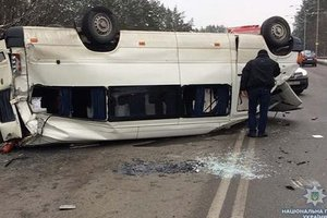As a result of traffic accidents involving minibus with the military suffered five people