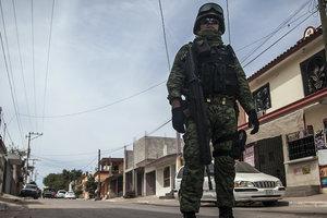 Крушение вертолета в Мексике: пострадали два крупных чиновника