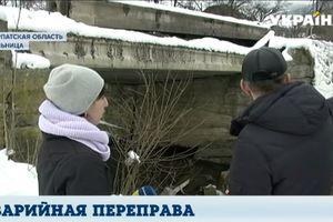 Аварийная переправа: жители села на Закарпатье каждый день рискуют жизнью