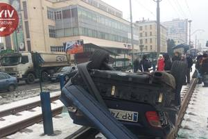 An accident on the tram tracks in Kiev staged a drunken alien – witnesses