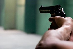 В Харькове мужчина стрелял по врачам и спустил собак на копов