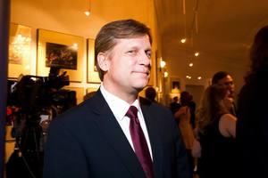 Миротворцы могут заморозить войну на Донбассе – Макфол