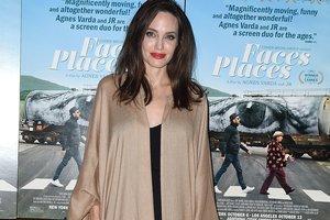 Анджелина Джоли в полупрозрачном наряде покорила роскошным образом