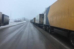 Россия парализовала движение фур на границе с Украиной: появились подробности