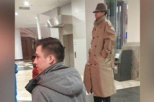 """""""Самый высокий в мире мужчина"""" не смог посмотреть кино: забавное видео"""