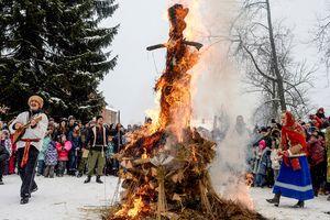 В Перми на Масленицу сожгли чучело информатора, рассказавшего о допинге в России