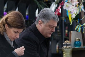 Порошенко почтил память героев Небесной сотни: Они - ангелы-хранители Украины