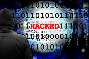 Трояны, вирусы, шифровщики: за чем охотятся хакеры и как украинцам не потерять деньги