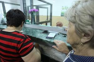 Украинцам разрешили получать пенсии в частных банках