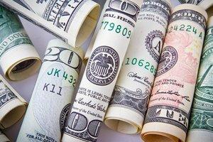 В Украине вырос курс доллара, а евро стал дешевле