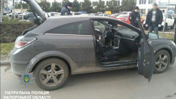 ВЗапорожье вооруженные злоумышленники вмасках угнали автомобиль