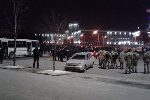 In the center of Kharkov was a fight of football fans in turn went to the bricks and pyrotechnics