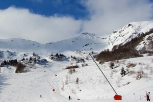 In France, a landslide blocked two thousand people at the ski station