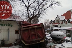 Near Kiev at the traffic light, three vehicles collided
