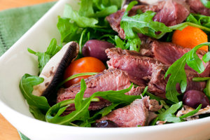 Best recipes: salad with roast beef, mushrooms and cherry tomatoes