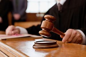 In the United States have punished the judge for the love of erotic photos of convicted