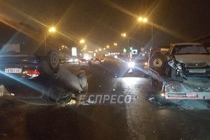 In Kiev a car flew into the tow truck and rolled over