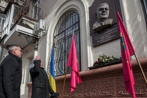 In Zaporozhye again put a monument to the former mayor