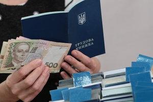Каждый третий украинец работает на теневую экономику - МОТ