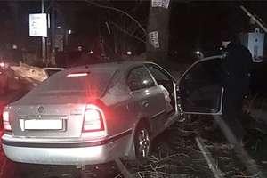In Kiev Skoda crashed into a tree, driver killed