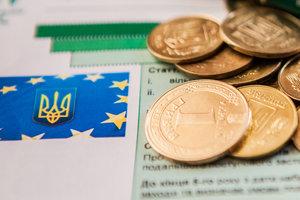 Цифры недели: пенсии в Украине растут, земля дорожает, а ЕС продлил санкции против России