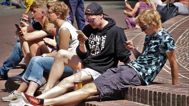 Современные подростки почти все время проводят с гаджетами. Фото: pixabay