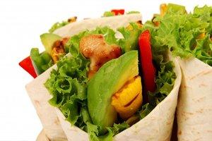 Рецепт дня: салат из курицы, авокадо и апельсинов