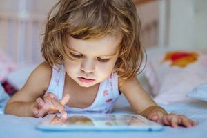 As the smartphone screen affects the eyes of your child